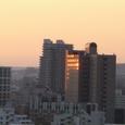 朝日の映るビル